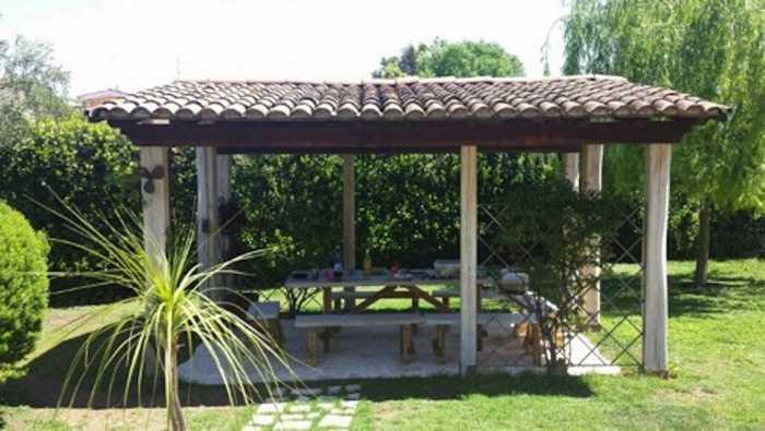 Come realizzare un gazebo nel giardino i passi principali for Costruire un gazebo in ferro